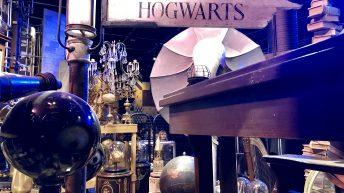 Das Schild gibt die Richtung: auf nach Hogwarts