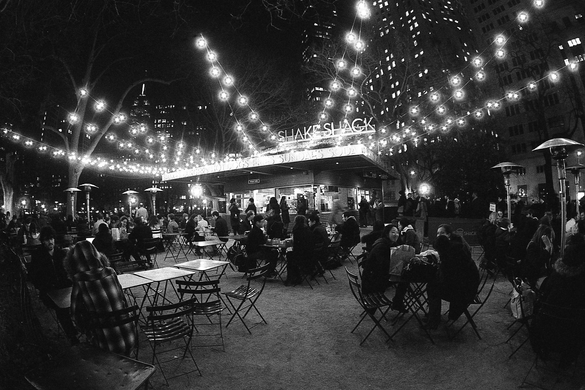 So sieht Shake Shack in einem Park in New York aus - so könnte es auch bald in München aussehen.