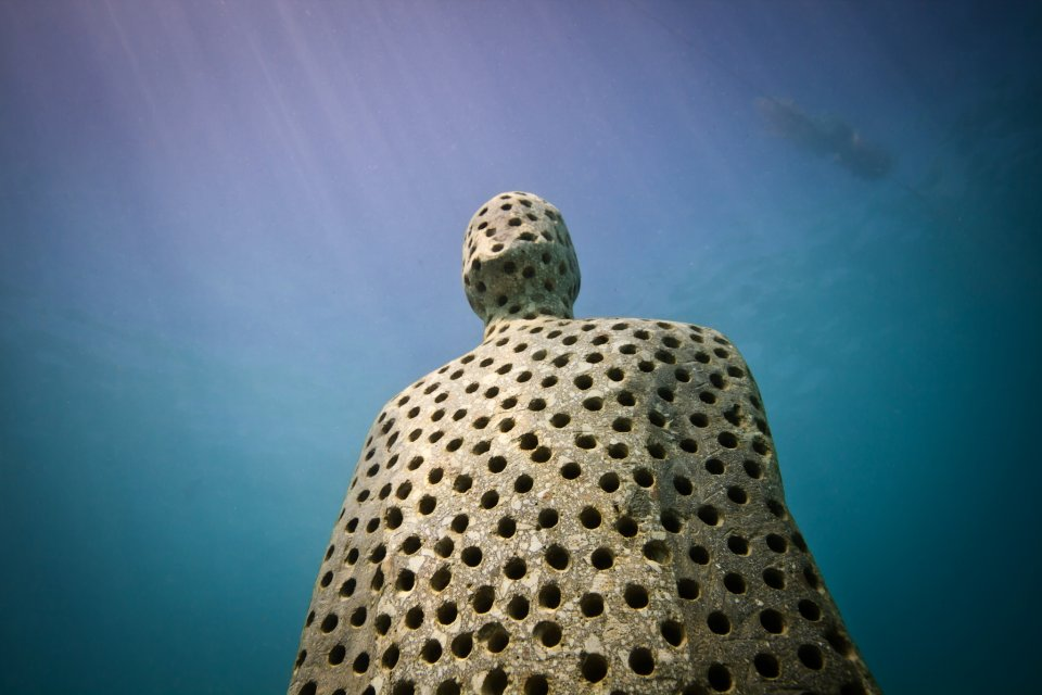 holy-man-002-jason-decaires-taylor-sculpture