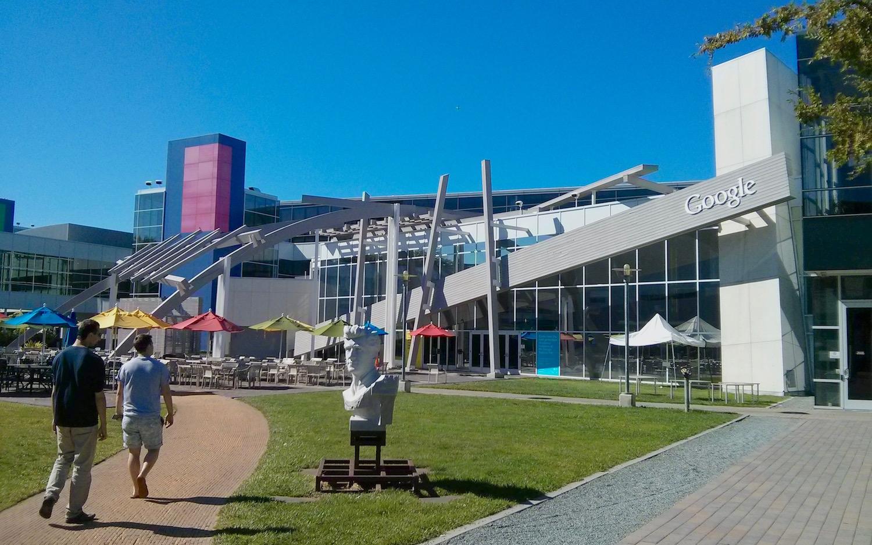 Der zentrale Platz des Campus 2013
