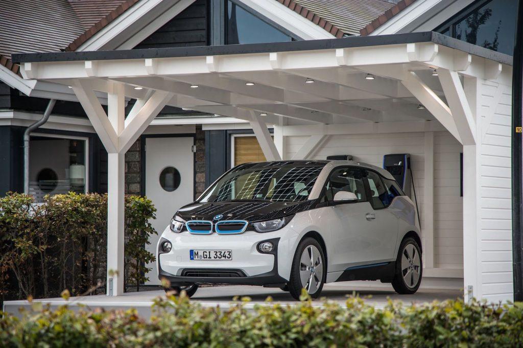 BMW i3 an einer Hausladestation