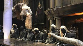Voldemorts Schlange Nagini kurz vor dem Verschlingen