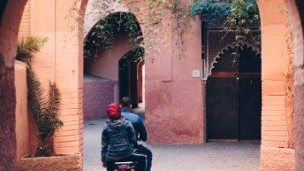 Mit dem Roller durch die Gassen - Marrakesch